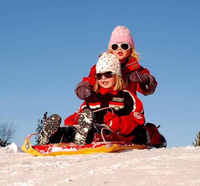 Sørg for å gi barna varme og gode vinterstøvler når de skal ut og more seg.