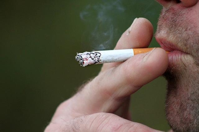 røyking av sigarett