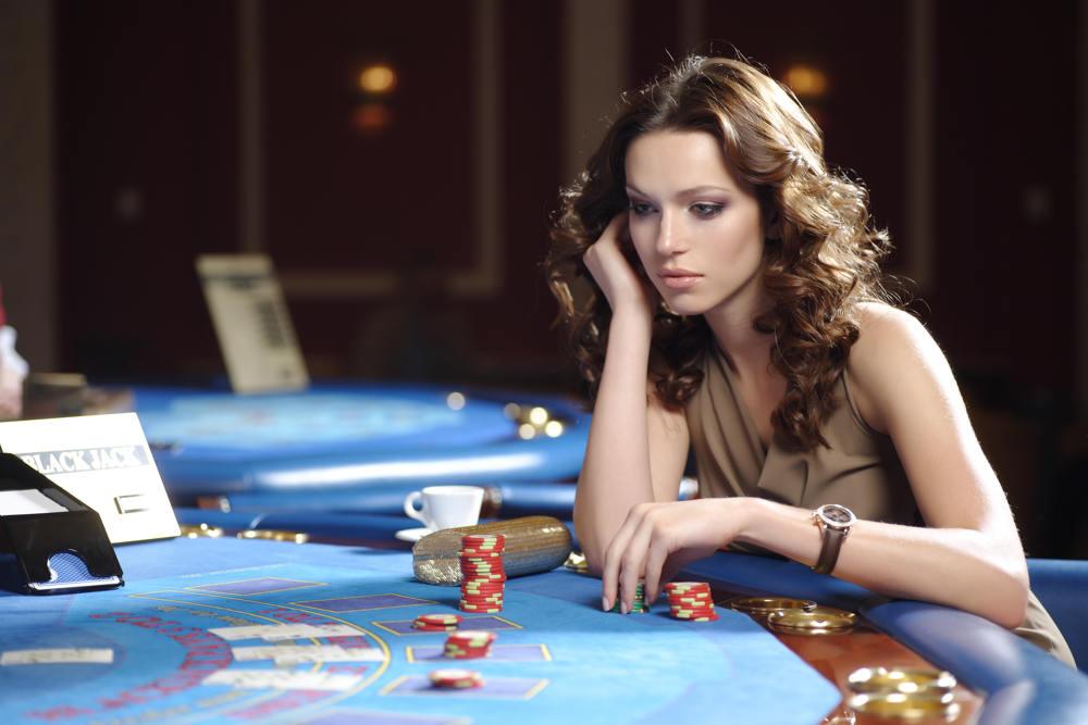 kvinne-gambler-lite