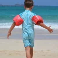 Beskytt barna mot solen med egnede klær