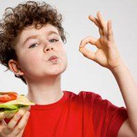 Barn Skal Leke Med Maten!